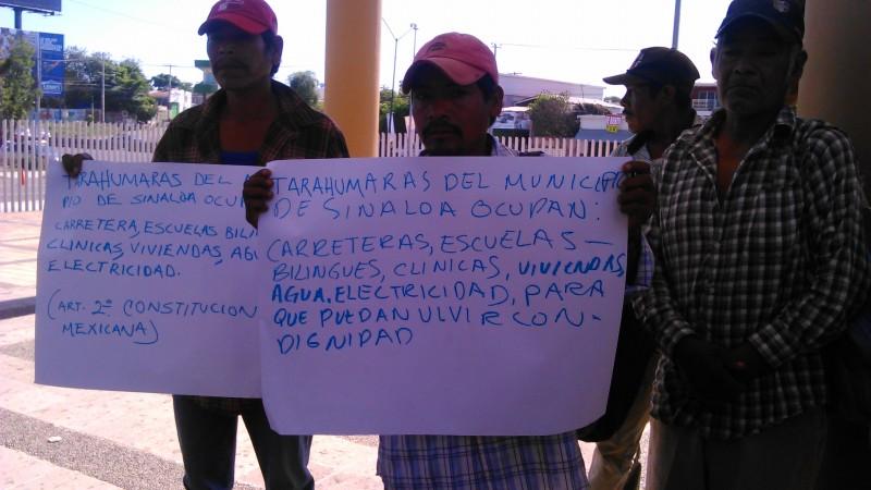 Habitantes de la zona serrana de Sinaloa municipio, protestan en el congreso del estado
