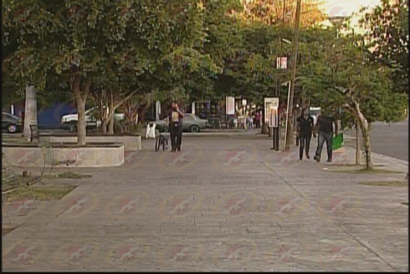 Casetas Navideñas sobre plaza Lázaro Cárdenas