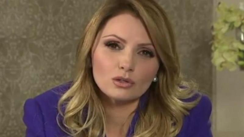 """Angélica Rivera se defiende por la """"Casa Blanca"""""""