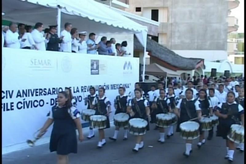 Animado desfile por el 104 Aniversario de la Revolución Mexicana