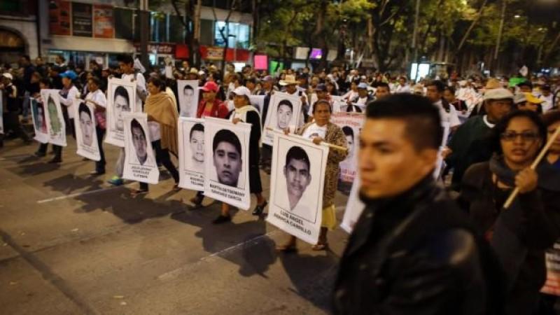 Histórica marcha, miles exigen justicia por Normalistas desaparecidos
