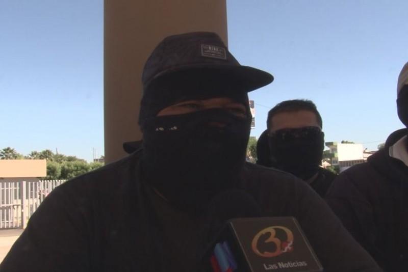 Policías se manifiestan en el Congreso Local