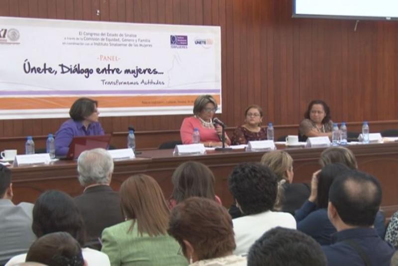 """Realizan el panel: """"Unete,diálogo entre mujeres"""",transformemos actitudes"""
