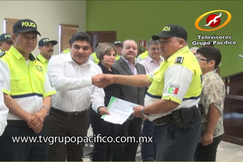 Entrega SPM reconocimiento a Policías destacados