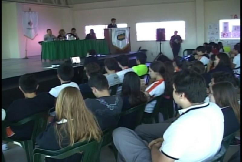 Empresarios jóvenes comparten experiencia ante estudiantes de Bahillerato Anahuac
