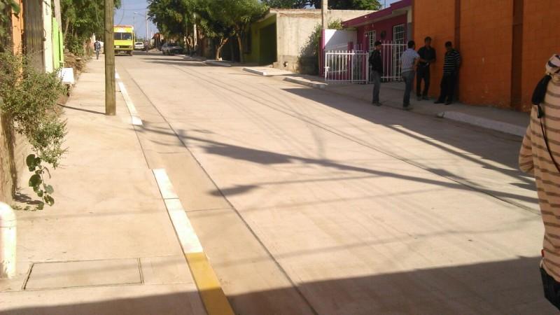 Entregan pavimentación en Colonia El Mirador