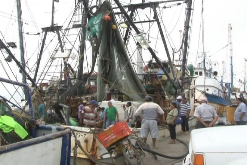 Cargan diésel en Mazatlán barcos de Salina Cruz