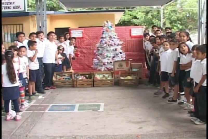 En la Primaria Salvador Allende donan despensa al Rancho de los Niños