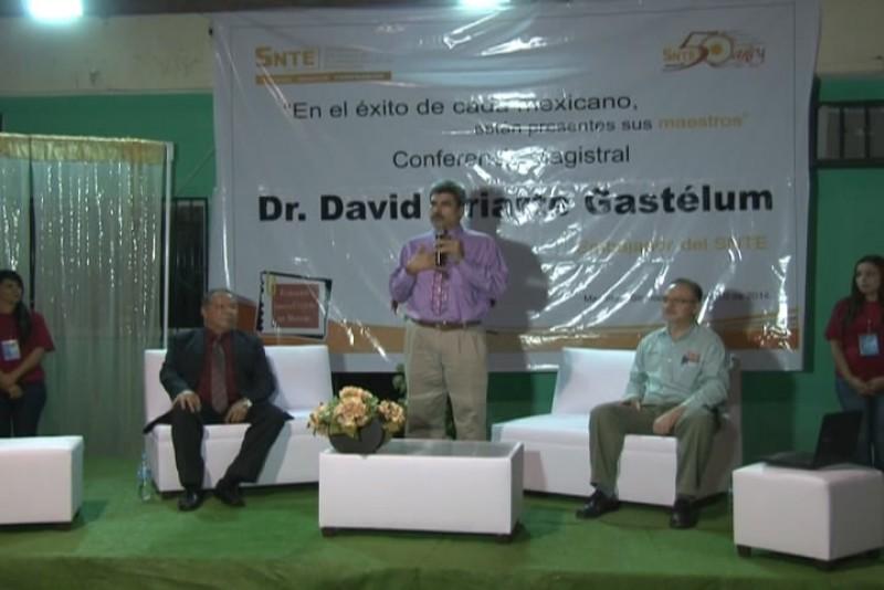 Snte-53 organiza conferencia magistral sobre el papel del docente