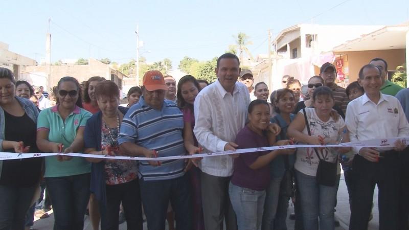 Inaugura ayuntamiento tramos de pavimentación