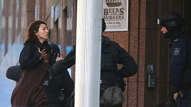 Sujeto armado toma rehenes en una cafetería de Australia