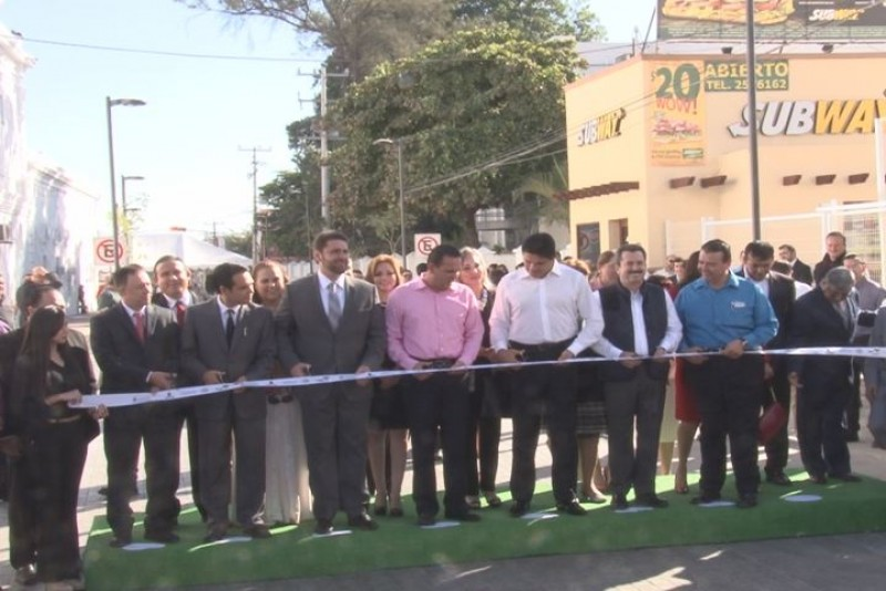 Inauguran remodelación de calle Escobedo.