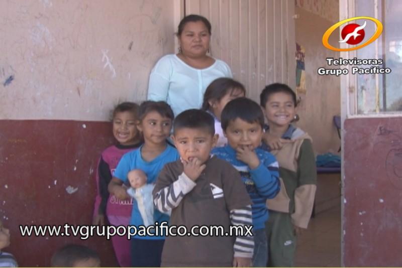 Niños de Huirívis solicitan su Regalo de Alegría