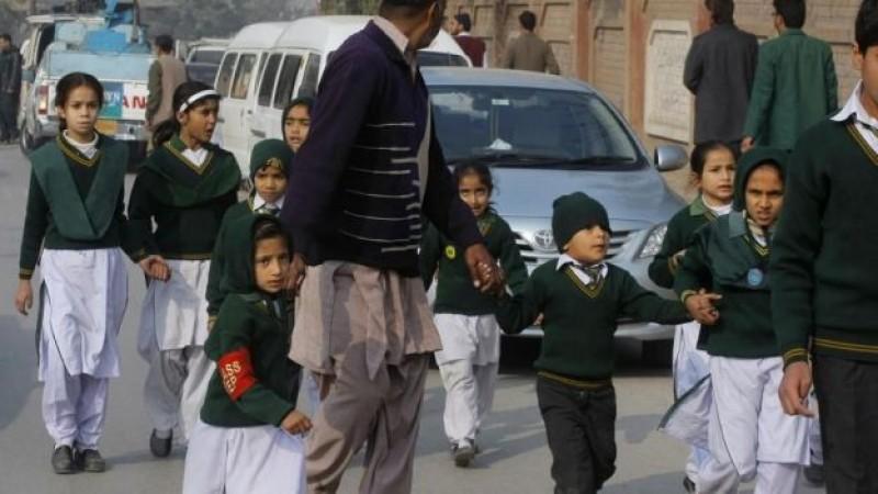 Más de cien muertos en asalto a escuela de Pakistán