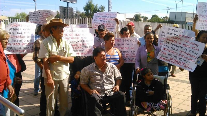 Discapacitados de Navolato exigen apoyo de Diputados