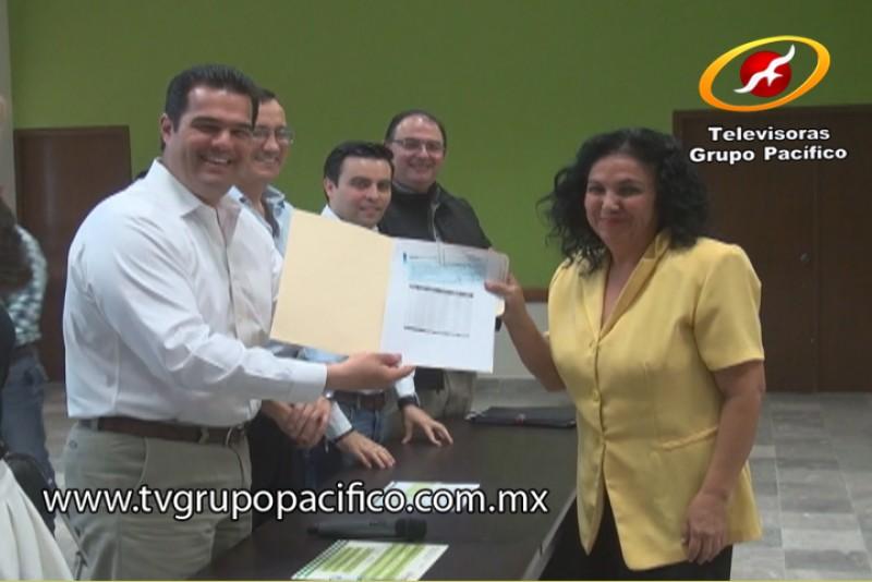 Entrega Alcalde Díaz Brown créditos a microempresarios