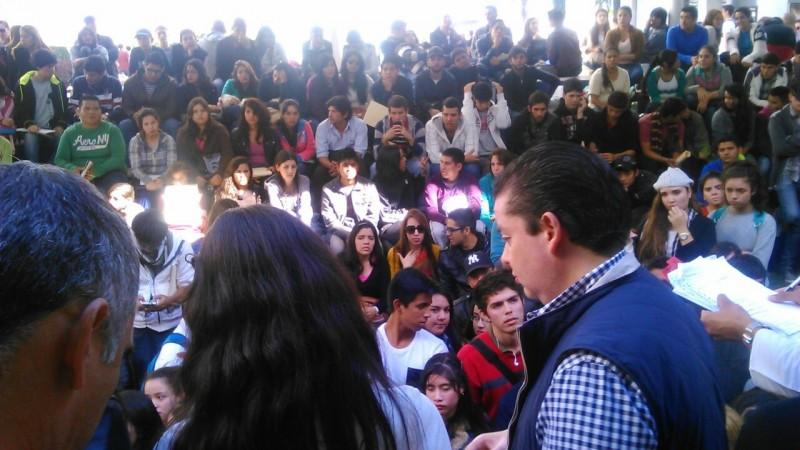 Conflicto en credencialización de estudiantes