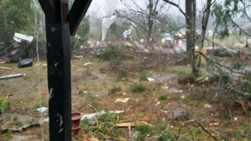 Fuertes daños por tornado en Mississippi