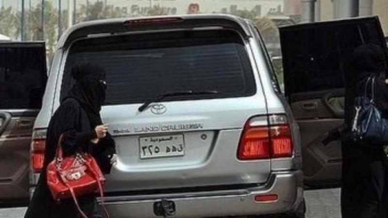 Acusan de terrorismo a 2 mujeres en Arabia Saudita por conducir