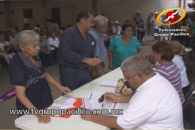 Urge que beneficiados del 65 y Más recojan giro postal