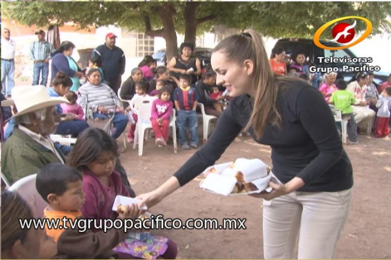 Recorre DIF comunidades rurales por Rosca de Reyes