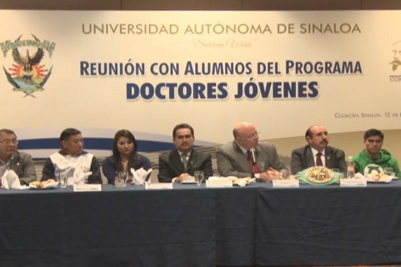 El monarca  Pedro Guevara galardonado en la UAS