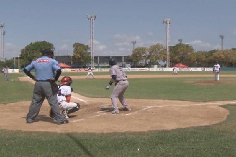 Capacitan a ampayers de la liga de beisbol JAPAC
