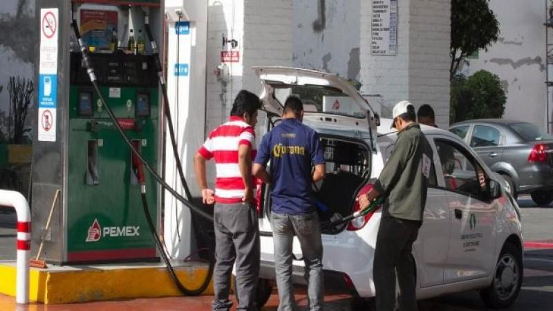Baja el precio de la gasolina en la frontera