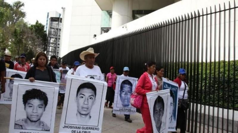 Padres de normalistas inician búsqueda en Iguala