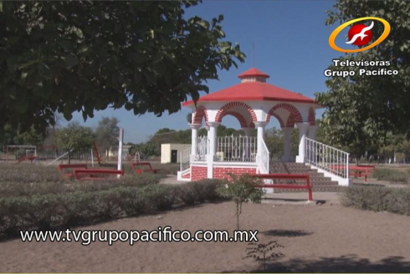 Rehabilitan plaza en colonia Jecopaco