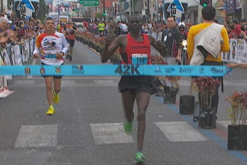 Kenianos se llevan todo en el Maratón Culiacán