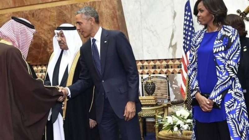 Michelle Obama causó revuelo por no portar velo en Arabia Saudita