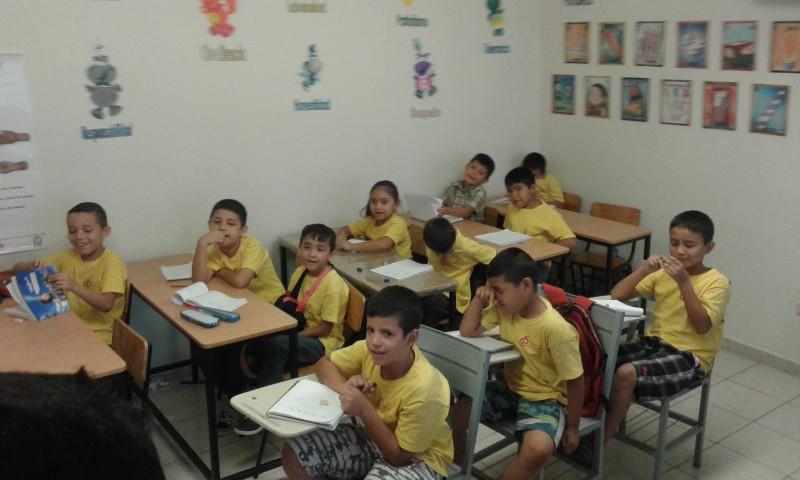 Mientras otros descansan, ellos aprenden y se divierten en talleres de verano La Oruga