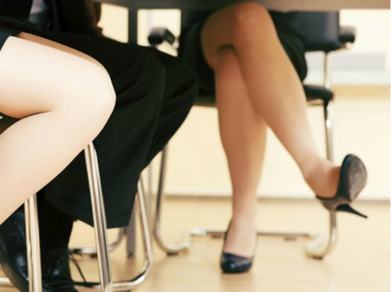 Cruzar las piernas al sentarse afecta la circulación sanguínea