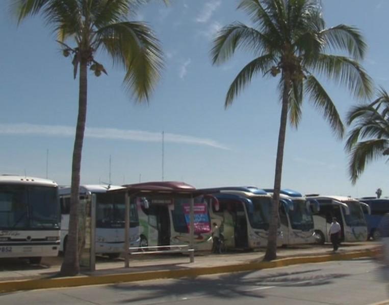 Muchos turistas llegaron a disfrutar del Carnaval de Mazatlán a bordo de camiones charteros