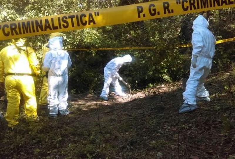 Investigan hallazgo de restos humanos en carretera de Iguala