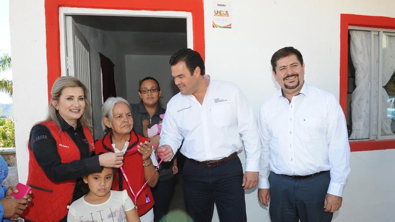 Cumple Gobernadora Pavlovich compromiso con familia de Guaymas