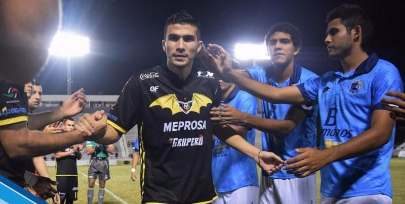 Renuevan contrato a Ezequiel Orozco