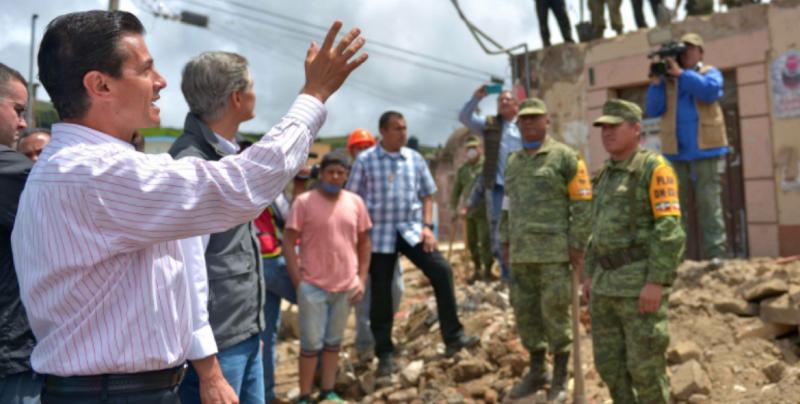 EPN condena a quienes entorpecen apoyo a damnificados