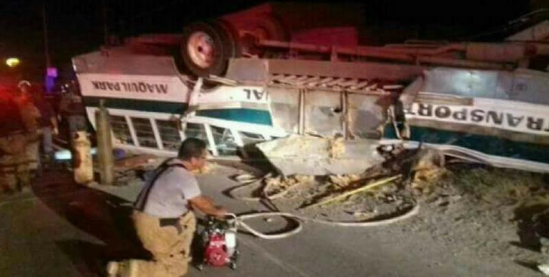 Vuelca un autobús en Reynosa; hay seis muertos y 70 heridos