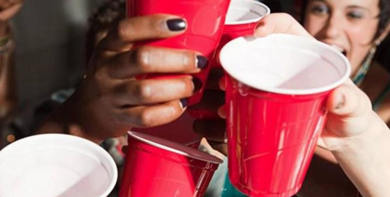 Abuso de alcohol juvenil: el problema detrás de las fiestas de tus hijos