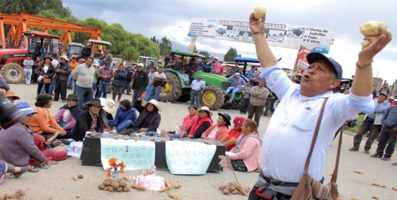 Dos muertos en paro de agricultores en Perú