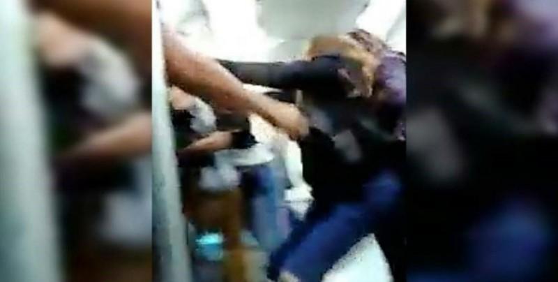 #Video Pelea mujer y agente de Fuerza Civil en el metro