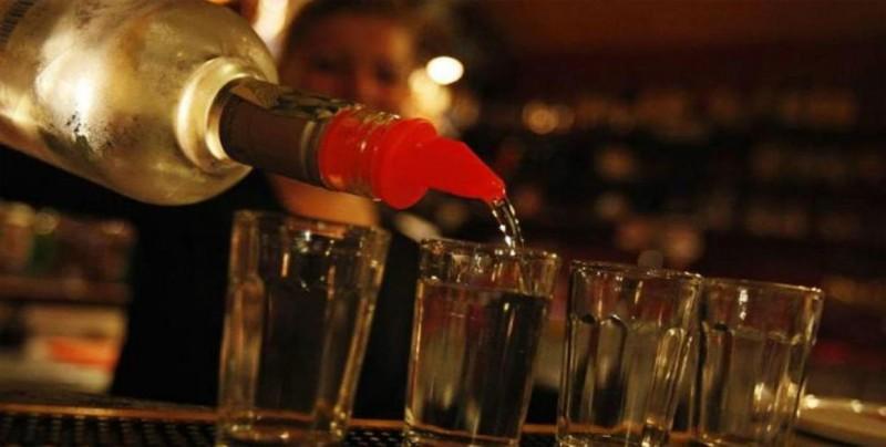 EEUU revisa 17 casos de supuestos afectados por alcohol adulterado en México