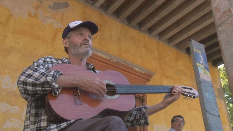 La música lo acompaña por sus viajes