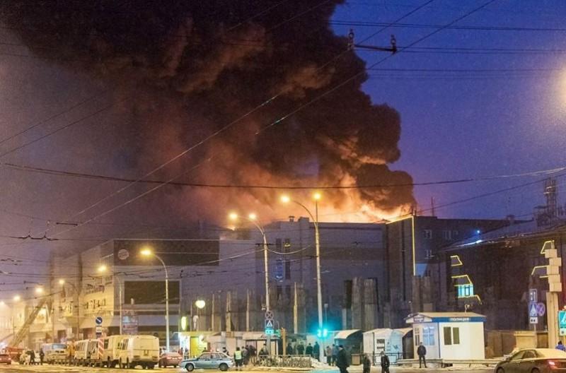 37 muertos deja incendio en centro comercial de Siberia