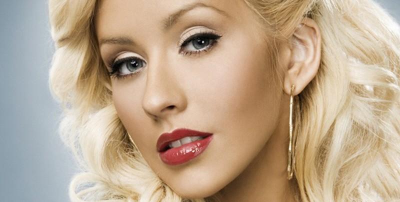 Christina Aguilera posa sin maquillaje y el resultado es impresionante