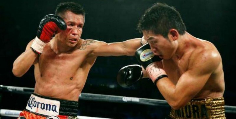 Boxeador mexicano 'rompe el muro' de su contrincante