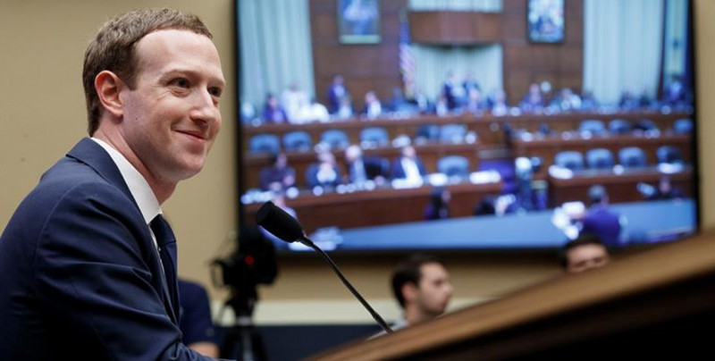 FB ganó 3 mil mdd mientras Zuckerberg testificaba