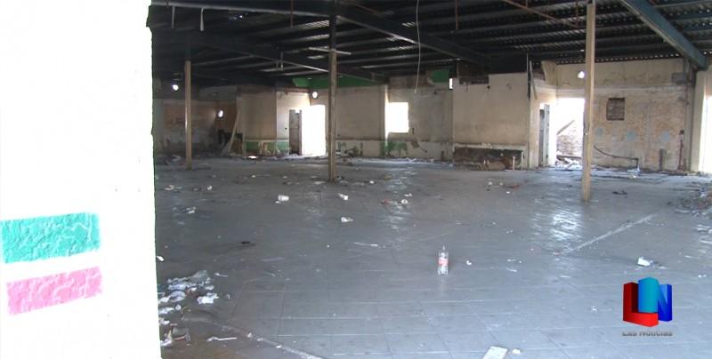 Limpian edificio céntrico